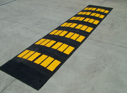 Rubber speed hump 900mm